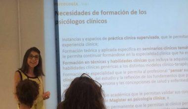 Escuela de Psicología expone sobre los desafíos de la psicoterapia contemporánea
