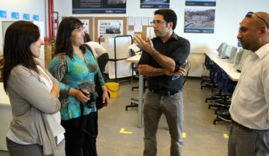 Representante de FONDEF visita laboratorios de Campus Peñalolén