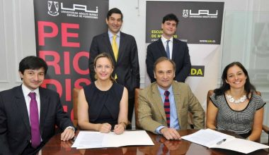 Máster en Comunicación Estratégica de la UAI y Chile Tansparente firmaron alianza