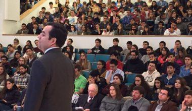 Ministro de Economía visitó el Campus Viña del Mar de la UAI
