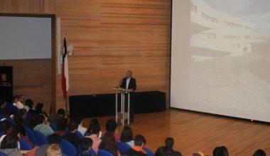 Decano de Ingeniería dio la bienvenida a nuevos alumnos en Santiago y Viña del Mar