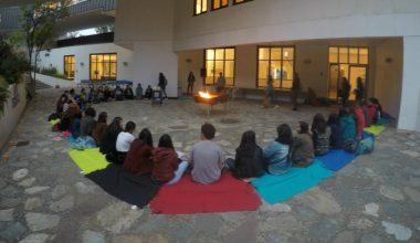 Escuela de Psicología dio bienvenida a nuevos alumnos con tradicional rito de iniciación
