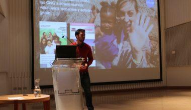Ex alumno UAI dictó conferencia de aplicaciones móviles y negocios tecnológicos en Campus Viña