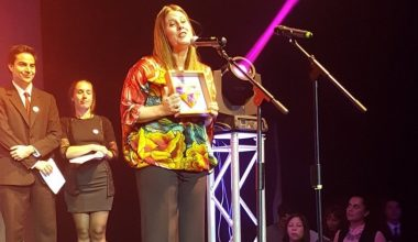 "Paz Montenegro de Periodismo UAI recibió nuevo premio por ""Mi hija es transgénero"""