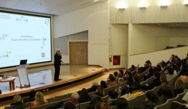 UAI campus Viña del Mar fue sede de Taller de Mindfulness Relacional