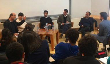 Alumnos de Derecho y abogados constitucionalistas discutieron sobre la necesidad de una nueva Constitución