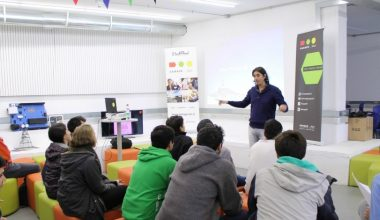 Académico Felipe Oelckers dictó taller sobre Modelo de Negocios en Garage UAI Viña del Mar