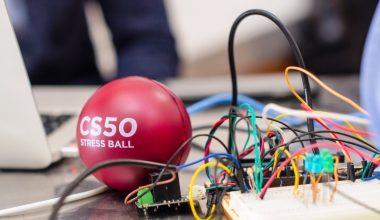 Profesores de Harvard evaluaron proyectos de alumnos de primer año de Ingeniería