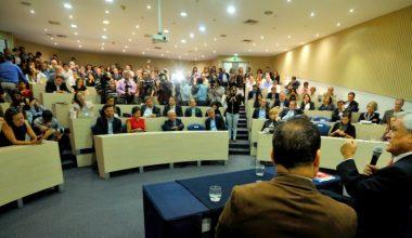 Sebastián Piñera analizó la contingencia política en la UAI