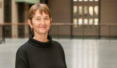 Directora del Tate Modern de Londres llega a Chile