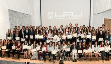 Alumnos reciben reconocimiento por sus méritos académicos