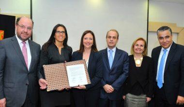 UAI firma convenio Promociona, proyecto que potenciará mujeres ejecutivas