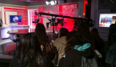 Alumnos de periodismo visitaron canales de televisión