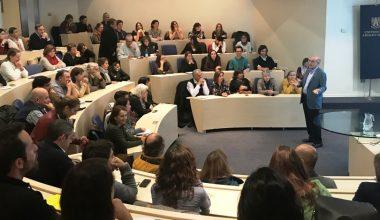 Catedrático español, Vicente Simón dictó charla en la UAI