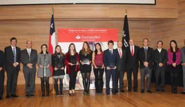 Becas Santander beneficia a alumnos y profesora UAI para estudiar en el extranjero