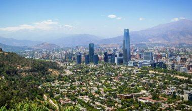 ¿Cuántos santiaguinos viven en zonas urbanas críticas?