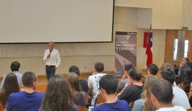 Decano Alejandro Jadresic dio la bienvenida a nuevos alumnos de Ingeniería