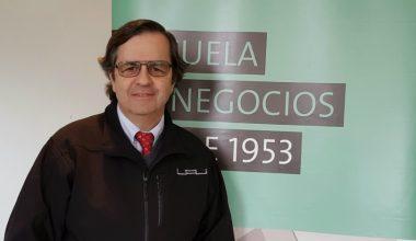 Andrés Toledo cumple 30 años como profesor de la Escuela de Negocios de la UAI