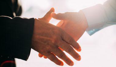 UAI firma convenio con Clínica Las Condes
