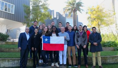 Alumnos franceses investigan sobre la V región en programa UAI