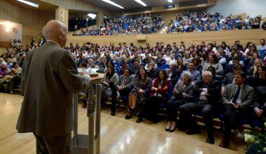 UAI recibe donación de biblioteca y archivos del escritor Jorge Edwards