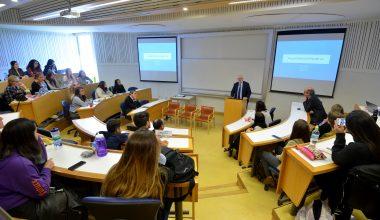 Matthew Bishop, director general de Fundación Rockefeller en la Escuela de Negocios UAI