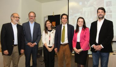 Escuela de Gobierno organiza seminario para examinar proyecto de modernización tributaria