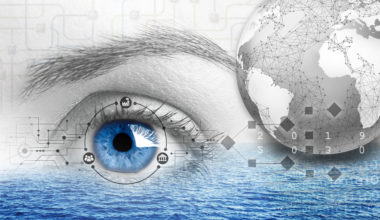 Escuela de Negocios dicta conferencia Navegando el Futuro