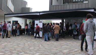 Estudiantes resuelven sus dudas en Feria de Especialidades