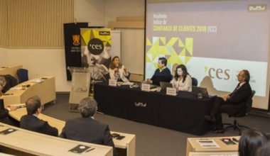 Ernesto Escobar participa como panelista en presentación del Índice de Confianza de Clientes