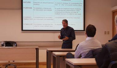 Investigación de Estudio de Caso: ¿Cómo gestionar empresas ambidiestras? Ramiro Montealegre en la UAI