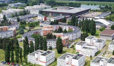 Facultad de Ingeniería y Ciencias UAI subscribe acuerdo amplio con École Polytechnique en Francia