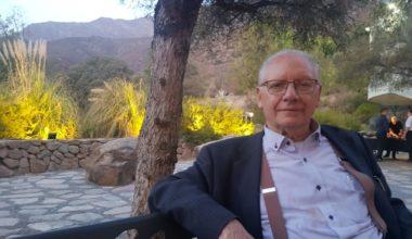 """Profesor emérito Víctor Küllmer: """"Mi vida en la Escuela de Negocios ha sido un continuo aprendizaje"""""""