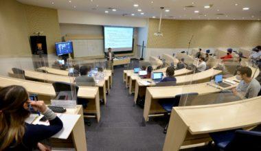 Escuela de Negocios UAI: #1 en Chile y #1 en América Hispanohablante en programas MBA
