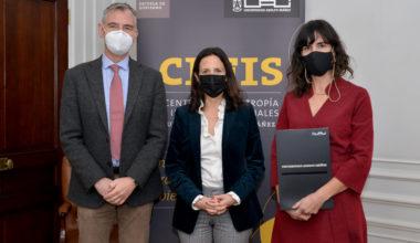 Escuela de Negocios, CEFIS y AmCham firman acuerdo para crear estudio sobre sostenibilidad empresarial