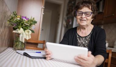 El consumo de servicios digitales de Adultos Mayores y su efecto en el bienestar