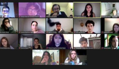 Estudiantes UAI participan en taller para discutir sobre Filosofía
